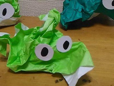 【小さな遊び】素材から広がる遊び:折らない折り紙